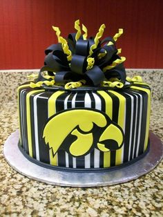 Love this! I am planning my son's 1st birthday and we are doing Iowa Hawkeye theme! May have to try this one! :)