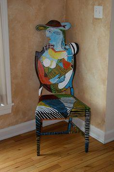 Silla de reciclado de Picasso Marie Therese pintada por FendosArt