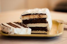 Oreo Ice Cream Sandwich Cake ..... seriously?! I need to try this!
