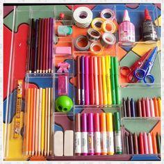 Olhem ai nossa caixa divisória para canetinha, giz de cera, lápis de cor e etc....Linda e discreta! Pode ser feita sem tampa para acomodar dentro das gavetas ou com tampa para ficar encima da mesa!