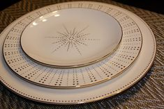 Wedding China, Our Wedding, Kitchen Tools, Kitchen Gadgets, Grandma Cookies, Cookie Sheets, Mediterranean Style Homes, Coffee Candle, Dinner Sets