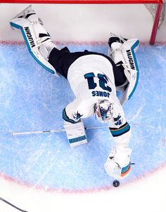 San Jose Sharks goaltender Martin Jones covers the puck during the third period (April 16, 2016).