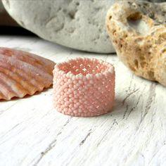 Con cuentas anillo Calado pálido de color salmón