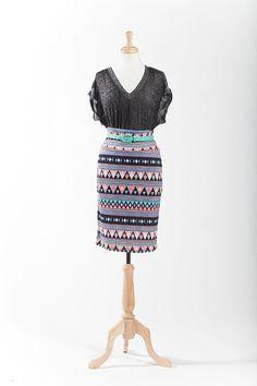 Lularoe | v-neck t-shirt | patterned Cassie pencil skirt | skinny belt