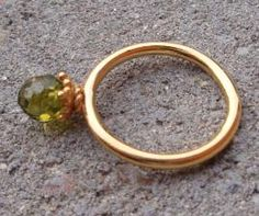 Kreative Smykker · Perler, halvædelsten, metal og naturmaterialer i feminin og romantisk stil  Kig forbi standen og se de fine ringe og helt anderledes halskæder ...