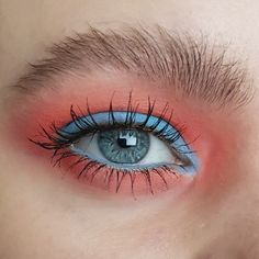 A colorful pretty eyeshadow look with blue and red and a natural bushy eyebrow - creative, artistic and editorial eye makeup art - eye makeup for blue eyes Creative Eye Makeup, Eye Makeup Art, Blue Eye Makeup, Bushy Eyebrows, Eyeshadow Looks, Blue Eyes, Makeup Looks, Editorial, Colorful