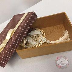 (caixa + escapulário de carro) #caixaspersonalizadas #presentedenatal #kitsparaonatal #decoração #instagood #presentes #luxo #decor #feitoamão #instadecor #arte #artesanato #delicadeza #organizaçãoemcaixa #decoration #caixadecorativa #presentepersonalizado #beautiful #love #caixamdf #decoração #instagood #luxo #decor #feitoamão #instadecor #arte #artesanato #designer #caixaparapresente #feliznatal #presentenatalino #kitnatalino #presenteartesanal ❤️✨