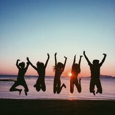 photography ideas: beach pics with friends photography i Beach Friends, Cute Friends, Bff Pictures, Summer Pictures, Photomontage, Shooting Photo Amis, Shotting Photo, Best Friend Pictures, Friend Pics