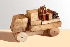 macchinina con scartti di legno