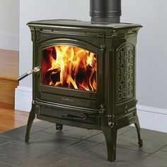 Hearthstone Craftsbury wood stove in Brown Mahogany high gloss enamel.Soapstone lined means you get an extended heat life out of your firewood! Stove Fireplace, Wood Fireplace, Fireplaces, Fireplace Ideas, Fireplace Mantels, Hearthstone Wood Stove, Vermont Castings Wood Stove, Wood Burning Logs, Freestanding Fireplace
