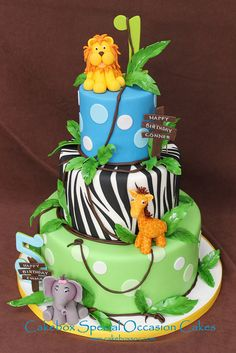 Jungle cake for a brother and sister turning 1 & Three tier fondant covered cake accented with sugar animals, leaves and vines. Baby Cakes, Baby Shower Cakes, Cupcake Cakes, Cake Fondant, Zoo Cake, Jungle Cake, Jungle Theme, Jungle Party, Safari Party
