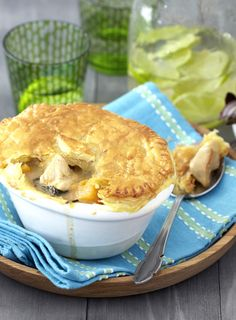 Your family will love the home-made taste of these Thai chicken curry pies - enough to feed four hungry tummies! #Knorr