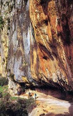 Stained limestone cliffs, the Ardeche Chauvet Cave, Cave Bear, France Travel, Prehistoric, National Geographic, Beautiful Places, Old Things, Survival, Explore