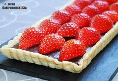 Tarta de hojaldre con chocolate y fresas