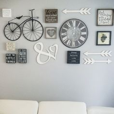 DIY Gallery Wall Ideas - Accent Wall Decorating Ideas To Copy : Gallery wall ideas and DIY accent wall design ideas Room Wall Decor, Diy Wall Decor, Diy Home Decor, Bedroom Decor, Accent Wall Decor, Clock Decor, Wall Decorations, Diy Wand, Best Kitchen Design