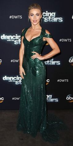 Look of the Day - Julianne Hough gave us major va va voom in this glimmering floor length Monique Lhuillier gown with shoulder cut outs and intricate bead detailing. She scaled back on the accessories to keep the focus on the dress. Glamorous Dresses, Beautiful Dresses, Nice Dresses, Formal Dresses, Celebrity Outfits, Celebrity Style, Julianne Hough Hot, Streetwear, Green Evening Gowns