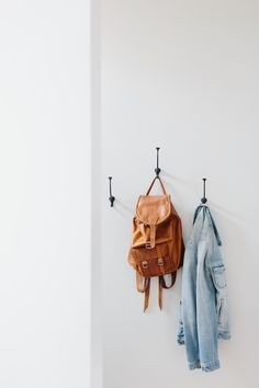 See How This Artist Maximizes Every Inch of Her 600 Sq. Apartment (The Everygirl) Small Space Solutions, Roomspiration, Home Hacks, Better Homes, Apartment Living, Home Decor Inspiration, Home Organization, Interior And Exterior, Decoration