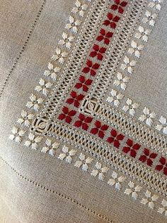 Drawn Thread Work and White Work with a highlight of contrasting color - pretty border from: італійська вишивка . - Italian embroidery§ molto fine e bello § Hardanger Embroidery, Ribbon Embroidery, Cross Stitch Embroidery, Cross Stitch Patterns, Machine Embroidery, Embroidery Tattoo, Border Embroidery, Drawn Thread, Thread Work