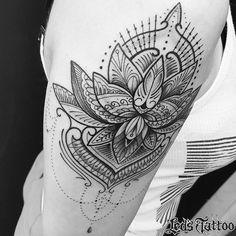 Trabalho realizado pelo @pinhu_tattoo #reillytattoobr #ornamento #geometrico #geometrictattoo #line #finelinetattoo #lotus #tatuagensfemininas #besttattoo #tattooartist #tattrx #inkspiration #inked #arte #art #tatouage #tatuaje #artenapele #tattoobrasil #tattoo2me #ledstattoosp #brasil #saopaulo #moema #ibirapuera
