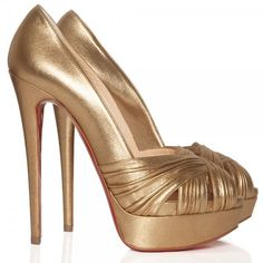 Christian Louboutin Aborina 150 gold lame shoes ($875) ❤ liked on Polyvore featuring shoes, pumps, heels, sapatos, christian louboutin, metallic pumps, christian louboutin shoes, platform shoes, metallic gold pumps and peep-toe shoes
