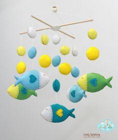Blaue und grüne Fische baby Fische hängend von LovelySymphony