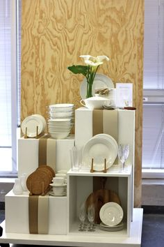 Looks very neat and professional - great way to display dishes