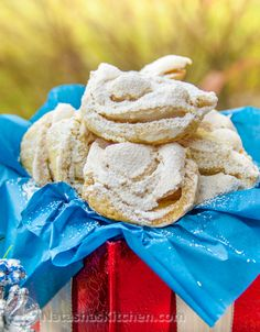 Finnish Meringue Cookies - these are simple and truly delicious. Perfect holiday (or everyday) cookie | natashaskitchen.com