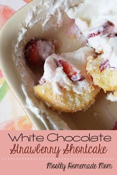 White Chocolate Strawberry Shortcake recipe from Teske Goldsworthy Miller {Mostly Homemade Mom} - sweet strawberries and a cream cheese, white chocolate pudding topping over angel food cake! Oreo Trifle, Köstliche Desserts, Delicious Desserts, Dessert Recipes, Angel Cake, Mini Cakes, Cupcake Cakes, White Chocolate Strawberries, Covered Strawberries