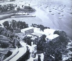 Os pavillóns do Sanatorio de Oza. Os pavillóns nos anos 50. Á dereita, a pé de acantilado, o último construído en 1948. (Hospital Marítimo de Oza)