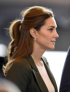 The Duchess of Cambridge is more than just a royal to us beauty-lovers, she's a hair icon. Princess Kate Middleton, Kate Middleton Style, Middleton Family, Formal Hairstyles, Down Hairstyles, The Duchess, Half Up Wedding Hair, Herzogin Von Cambridge, Hair Extensions Best