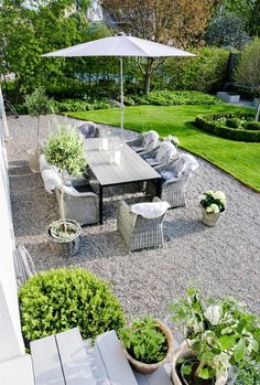 Astounding Backyard Landscaping Ideas With Gravel, From that point, all you should do is fill it in with pea gravel and revel in. Although pea gravel is a superb pick for the building of a gravel drive…, Fine Backyard Landscaping Ideas With Gravel Backyard Garden Landscape, Outdoor Garden Decor, Backyard Patio, Outdoor Gardens, Garden Art, Garden Decorations, Patio Table, Pea Gravel Patio, Rustic Outdoor