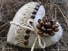 34 (520x390, 158Kb) Felt Crafts Diy, Burlap Crafts, Diy Arts And Crafts, Sewing Crafts, Felt Ornaments, Christmas Tree Ornaments, Christmas Crafts, Fabric Hearts, Coffee Crafts