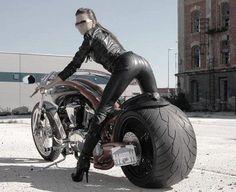 Harley Style and girl Scooter Motorcycle, Motorbike Girl, Lady Biker, Biker Girl, Custom Motorcycles, Custom Bikes, Vrod Custom, Motard Sexy, Harley Davidson