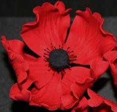 How to make a gum paste poppy flower • CakeJournal.com