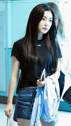 Irene-Redvelvet 180422 Taiwan Airport to Korea Red Velvet アイリーン, Red Velvet Irene, Seulgi, Korean Girl, Asian Girl, Korean Idols, Red Velet, Mode Ulzzang, Velvet Fashion
