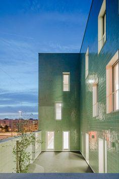 atelier do cardoso: Casa Acreditar Porto — Thisispaper — What we save, saves us. Portuguese Culture, Portuguese Tiles, Facade Architecture, Contemporary Architecture, Brick Cladding, Cladding Tiles, Glazed Brick, Soho House, Building Facade