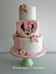 For Sweet little Indya i made this sweet Minnie Mouse cake! I love to make cakes like this with lovely pastel colours :-) Daantje xx Minni Mouse Cake, Bolo Do Mickey Mouse, Mickey And Minnie Cake, Minnie Mouse Birthday Cakes, Bolo Minnie, First Birthday Cakes, Pink Minnie, 2nd Birthday, Baby Cakes