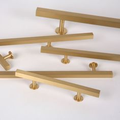 The Brushed Brass Finish Square Bar Series from Lewis Dolin Hardware features solid brass Cabinet Knobs, Pulls & Appliance Pulls in a simple geometric square design in multiple lengths. A transitional hardware design that works well in any environment, mo New Kitchen Cabinets, Kitchen Redo, Kitchen And Bath, Kitchen Pulls, Kitchen Handles, Ikea Kitchen, Kitchen Knobs, Shaker Cabinets, Kitchen Drawers