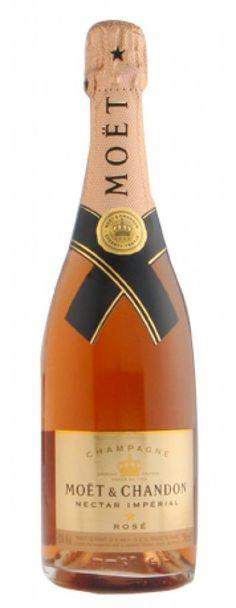Moët & Chandon Nectar Impérial Rosé Champagne, sensueel, fruitig en fris. Demi Sec Champagne, Champagne Brands, Moet Chandon, Apple Sangria, Food Fantasy, Grand Cru, Sparkling Wine, Wine Cellar, Gourmet