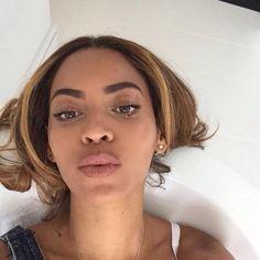 Nicki Minaj Ft. Beyoncé - Feeling Myself Music Video