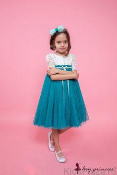 Termenul+de+livrare+pentru+produsele+Hey+Princess+este+de+3+zile+lucratoare.Rochita+cu+bust+din+dantela+alba,+fusta+de+tull+turquoise,+captusita+cu+tesatura+din+bumbac+natural,+accesorizata+in+talie+cu+cordon+de+catifea+turquoise.Culoare:+alb/turcoaz. Turquoise, Princess, Lace, Skirts, Fashion, Moda, Fashion Styles, Princesses, Skirt