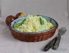 Тёплый салат из кускуса со стручками горошка и кукурузой