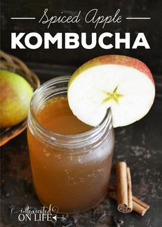Spiced Apple Kombucha - Kombucha has long been touted as a probiotic-rich, healthy alternative to soda or sweet tea, and pairing it with apples and spices packs the perfect fall-flavored punch! Kombucha Flavors, Kombucha Scoby, How To Brew Kombucha, Probiotic Drinks, Ginger Kombucha Recipe, Kombucha Benefits, Yummy Drinks, Healthy Drinks, Fermentation Recipes