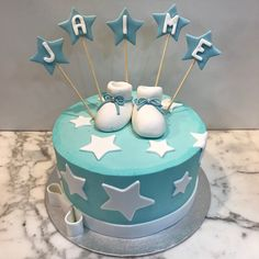 Tarta buttercream estrellitas y patucos. Cupcakes, Birthday Cake, Baby Shower, Desserts, Food, Fondant Cakes, Lolly Cake, Candy Stations, Cookies