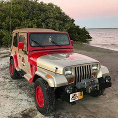 "1,319 curtidas, 5 comentários - InstaJeepThing (@instajeepthing) no Instagram: ""Great shot of @jeepcouple's Jurassic Park themed YJ! www.instajeepthing.com #jeep #jeeplife…"""