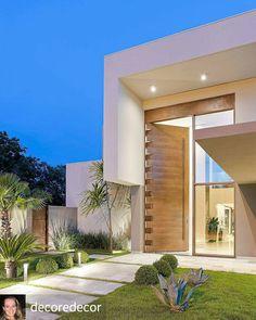 Ideas For Wooden Double Door Design Modern House Front Design, Modern House Design, Modern Architecture House, Architecture Design, Future House, Double Door Design, Design Exterior, House Entrance, Entrance Ideas