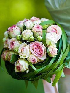 Pink and green bouquet. Bouquet Bride, Wedding Bouquets, Rose Bouquet, Bouquet Wrap, Deco Floral, Arte Floral, Bridal Flowers, Beautiful Flowers, Floral Bouquets