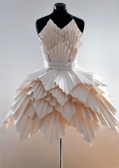 ℘ Paper Dress Prettiness ℘ art dress made of paper - Ideas for art class Source by dresses fashion Paper Fashion, Origami Fashion, Fashion Art, Dress Fashion, Trendy Fashion, Fashion Clothes, Moda Origami, Origami Art, Paper Clothes
