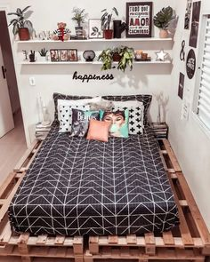 College Bedroom Decor, Room Design Bedroom, Teen Room Decor, Room Ideas Bedroom, Small Room Bedroom, Home Decor Bedroom, Western Bedroom Decor, Trendy Bedroom, Cozy Room