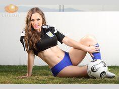 Imágenes de la hermosa conductora Virginia Ramírez en el Super Clic en apoyo a sus Tigres. Fotos: César Cerón.